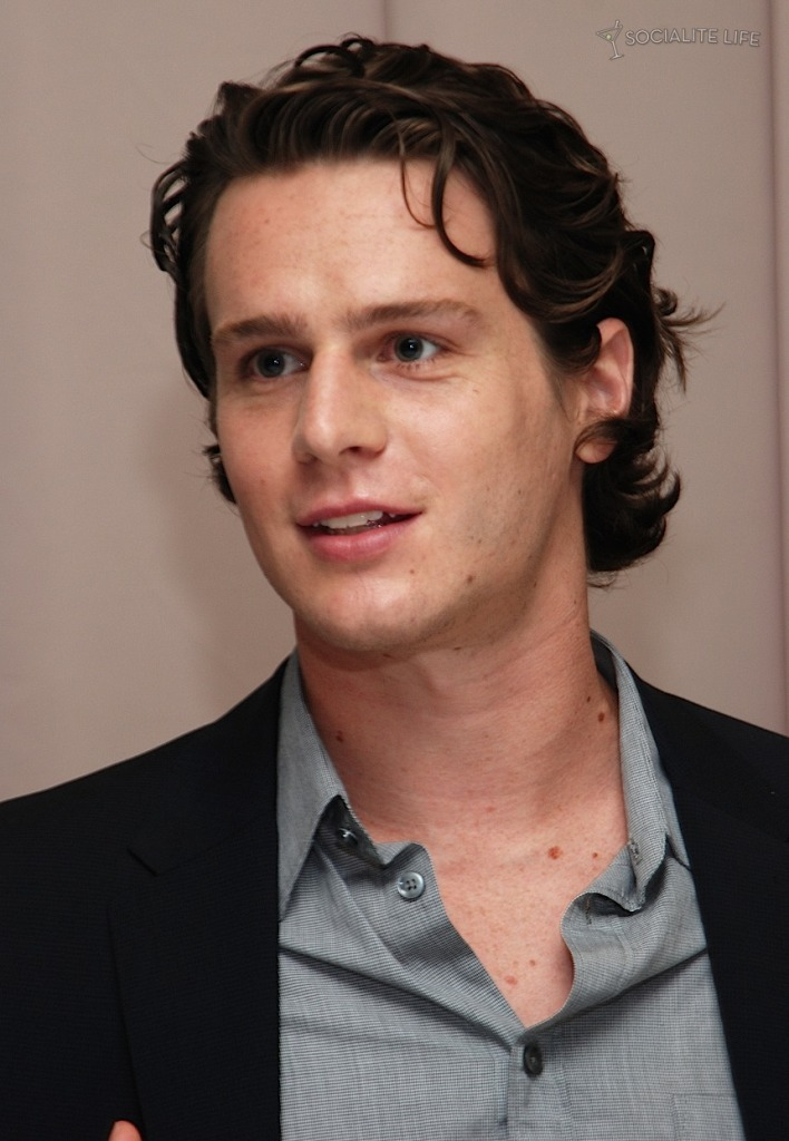jonathan groff boyfriend. In his chat with the fans