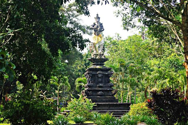 Estatua Tirta Empul