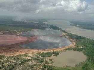 Foto de lagunas de lodos rojos