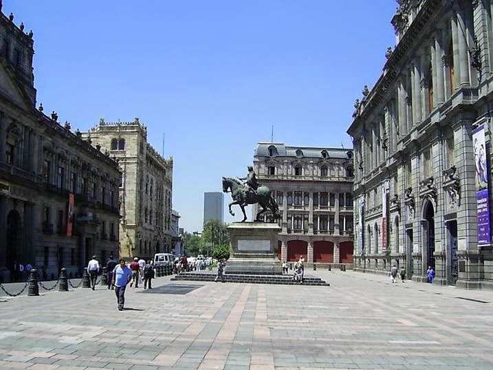 Plaza Manuel Tolsa, Ciudad de México