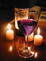 Jantar a luz de velas e um bom vinho no dia dos namorados