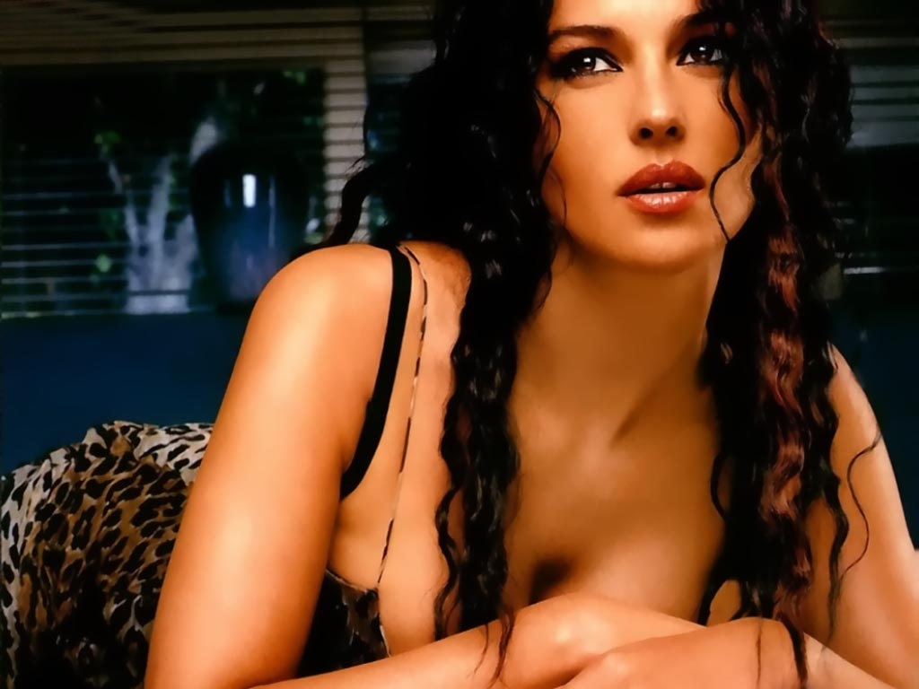 Wallpapers And Pictures Monica Bellucci Amazing Hot Wallpaper