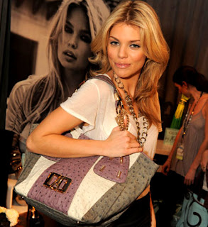 For the Big Day: Attractive Guess Handbags