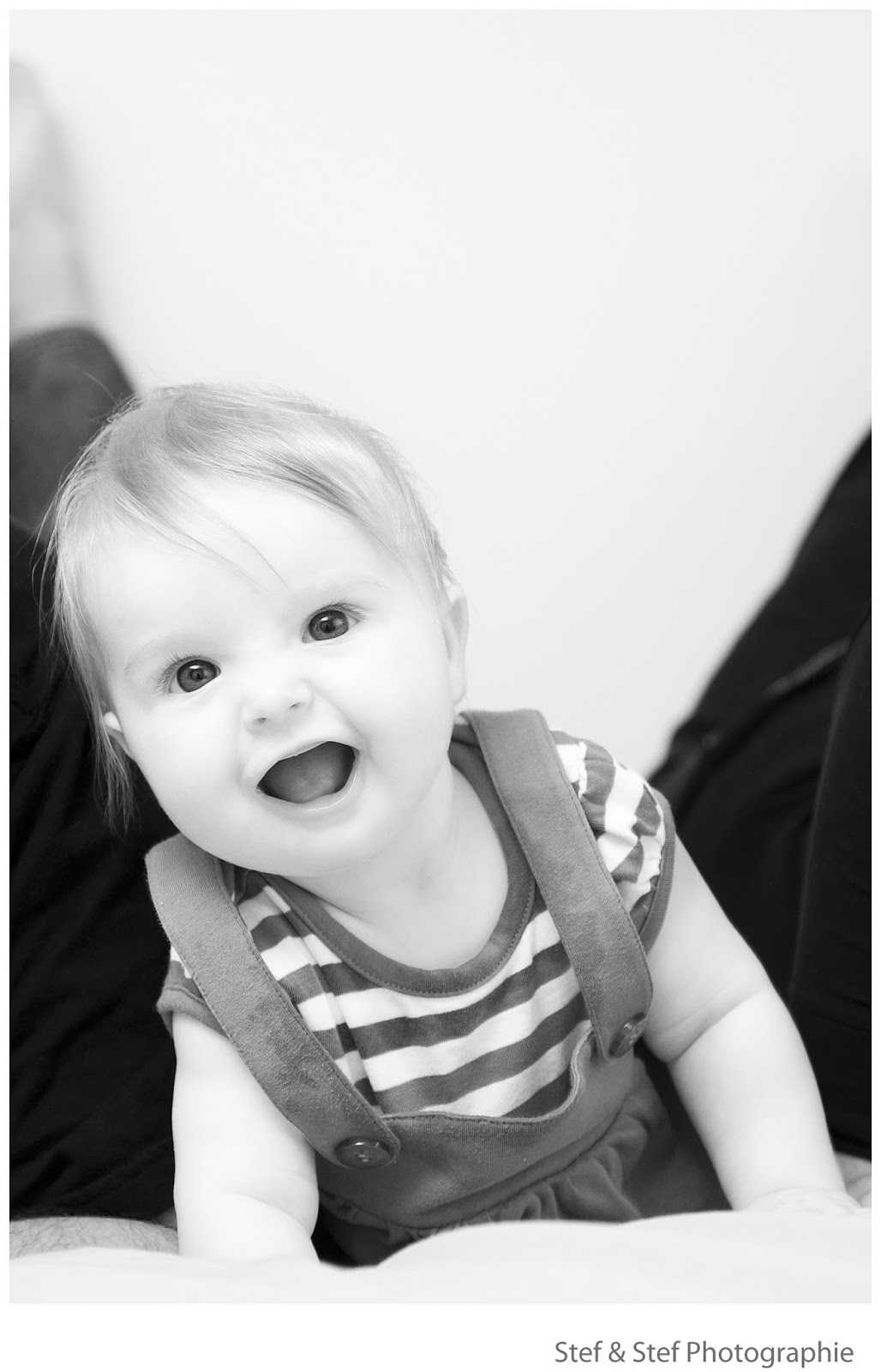 photographe bébé noir et blanc
