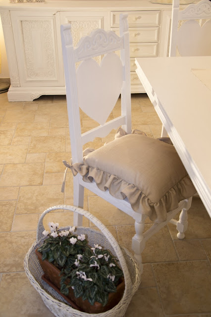 living room chalk paint http://shabbychiclife-silvia.blogspot.it