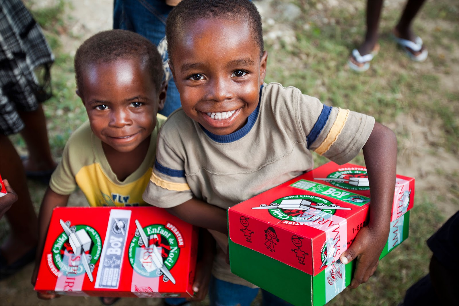 httpwwwnewswirecaenstory856569gift filled shoe boxes help brighten children s lives worldwide - Operation Christmas Child Images