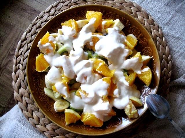 wegańskie śniadanie; owoce