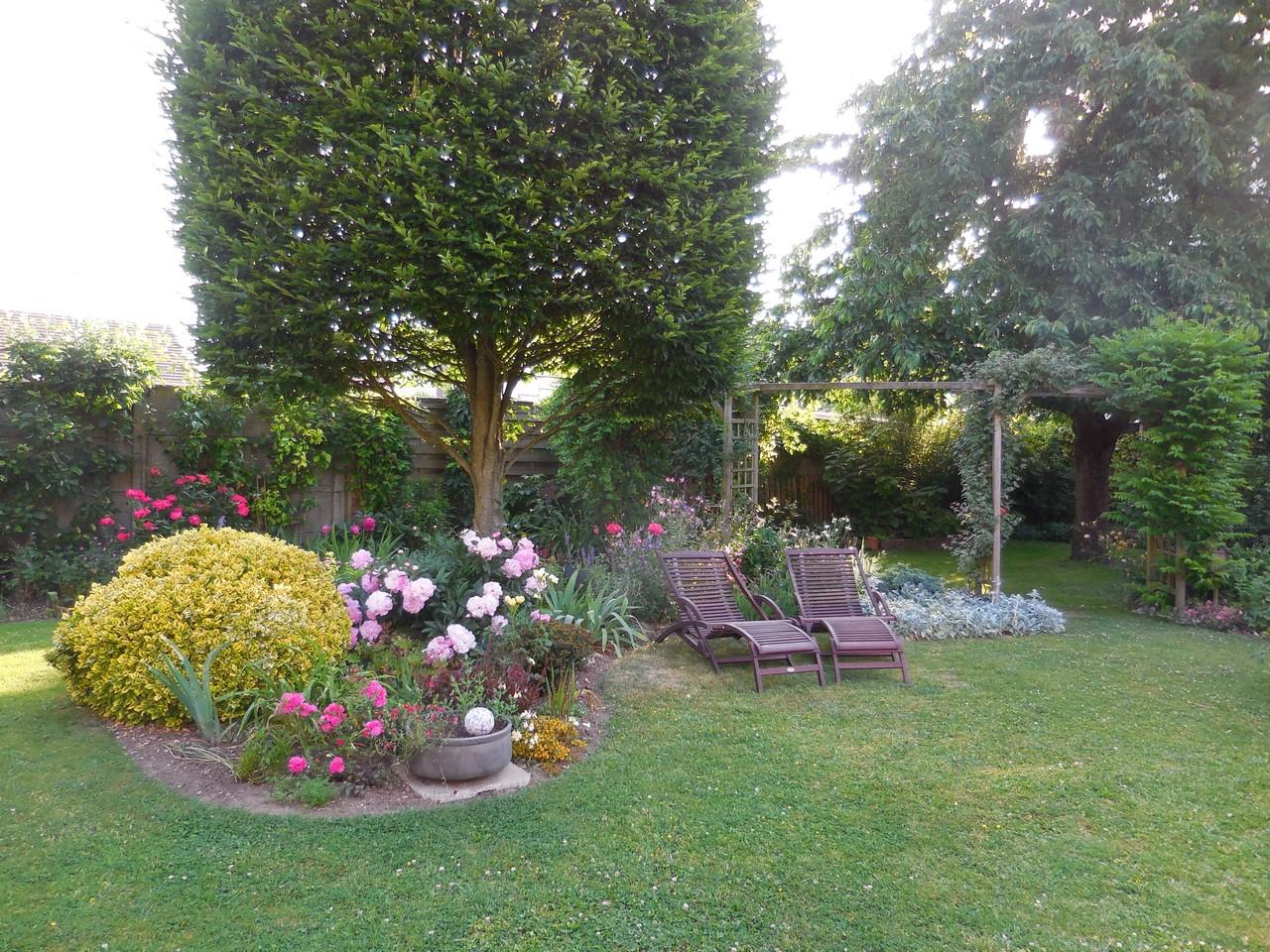 Cagouille 39 s garden une cagouille chaalis le jardin for Le jardin du pic vert