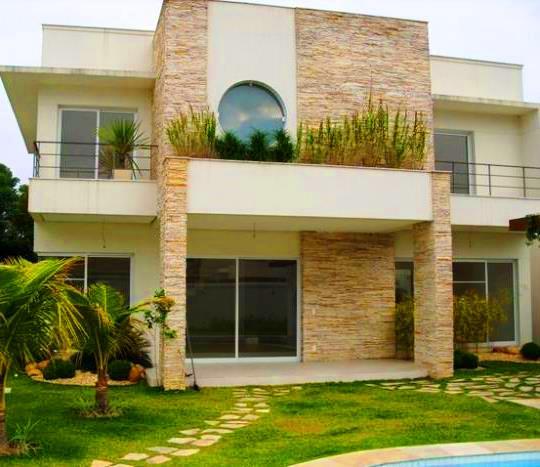 24 fachadas de casas modernas tipos de revestimentos for Fachadas de casas modernas com jardim