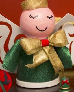 http://lasmanualidades.imujer.com/5573/munecos-de-navidad-hechos-con-macetas