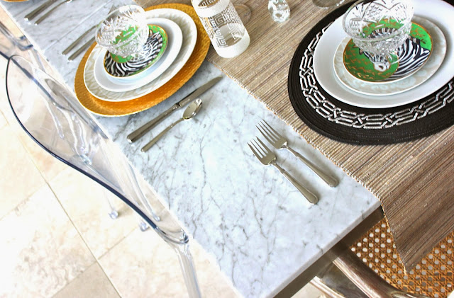 Jojo herda a gold mix of pretty tablescape - Interesting tables capes for christmas providing cozy gathering space ...