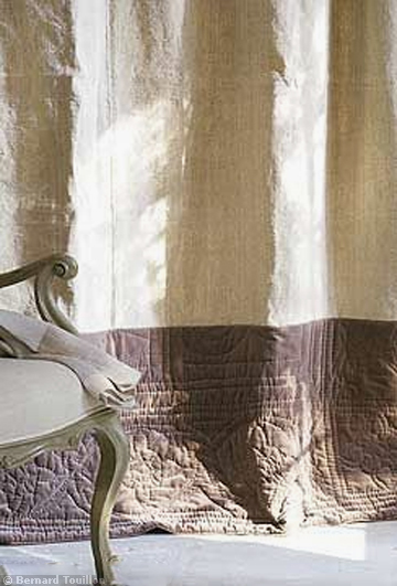 old linen, silk and Elsa C. quilt border drapes - image by Bernard Touillon via cotemaison fr,  Août-Septembre 2005, Maison Famille, La Nouvel Le Vie d Un Mas En Provence as seen on linenandlavender.net - http://www.linenandlavender.net/2014/01/backtoprovence.html