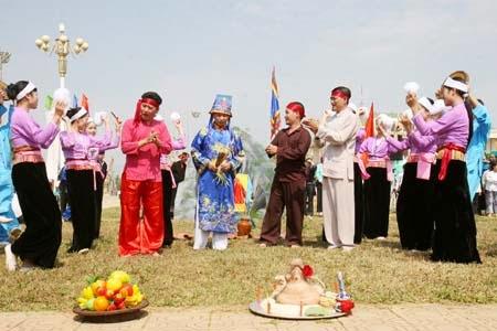 Lễ rước Bụt hang Khụ Dúng của dân tộc Mường ở Hòa Bình