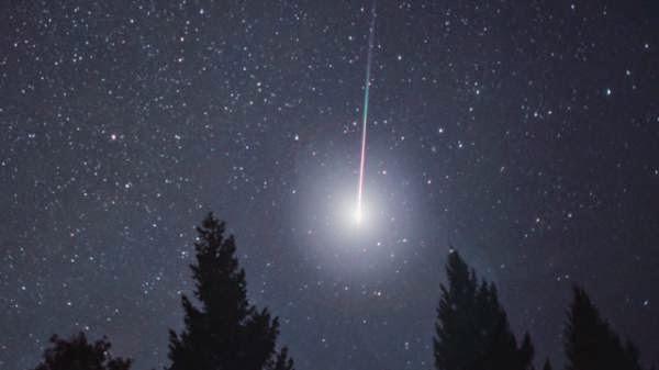 Malam Ini Puncak Hujan Meteor Lyrid