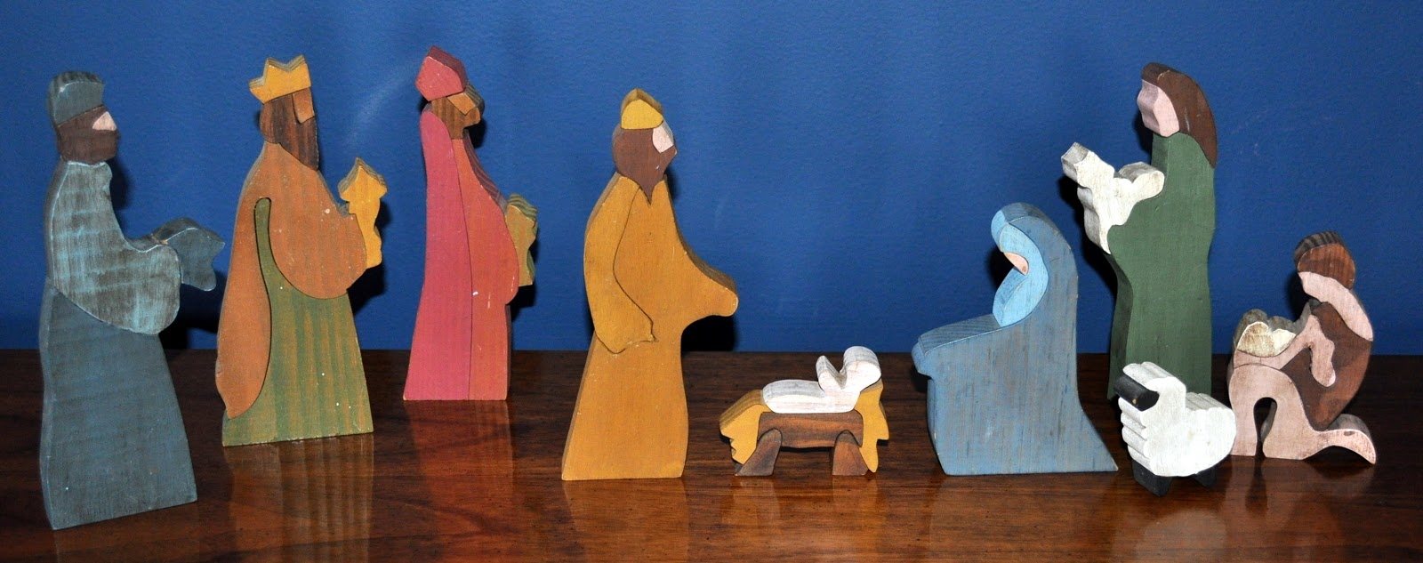 Our family christmas nativity scenes blogging for the for Nativity cut out patterns wood