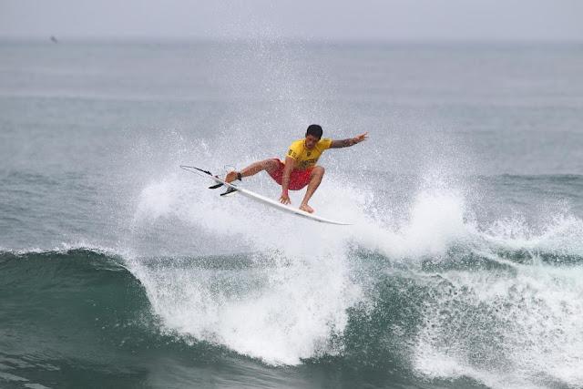 9 Ezekiel Lau Hawaiian Pro Triple Corona Fotos WSL tony heff