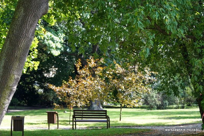 park ogród Warszawa Wola tereny zielone Wola Park rośliny pomnik