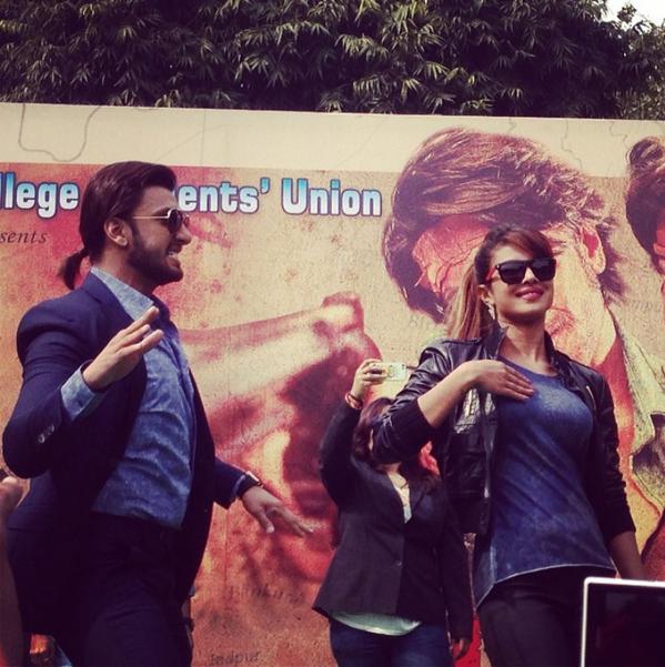 http://2.bp.blogspot.com/-3Qioaw6Ldfw/UvjLqRPRt2I/AAAAAAAAkFQ/nxKK8BPn9xs/s1600/Gunday+Movie+Team+at+Delhi+For+Promotion+(3).png