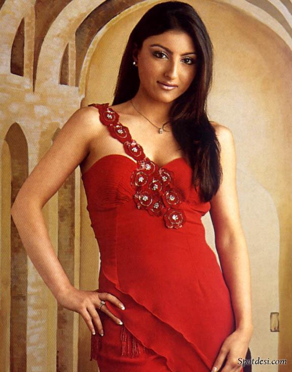 Soha Ali Khan LATEST PHOTOS 2011