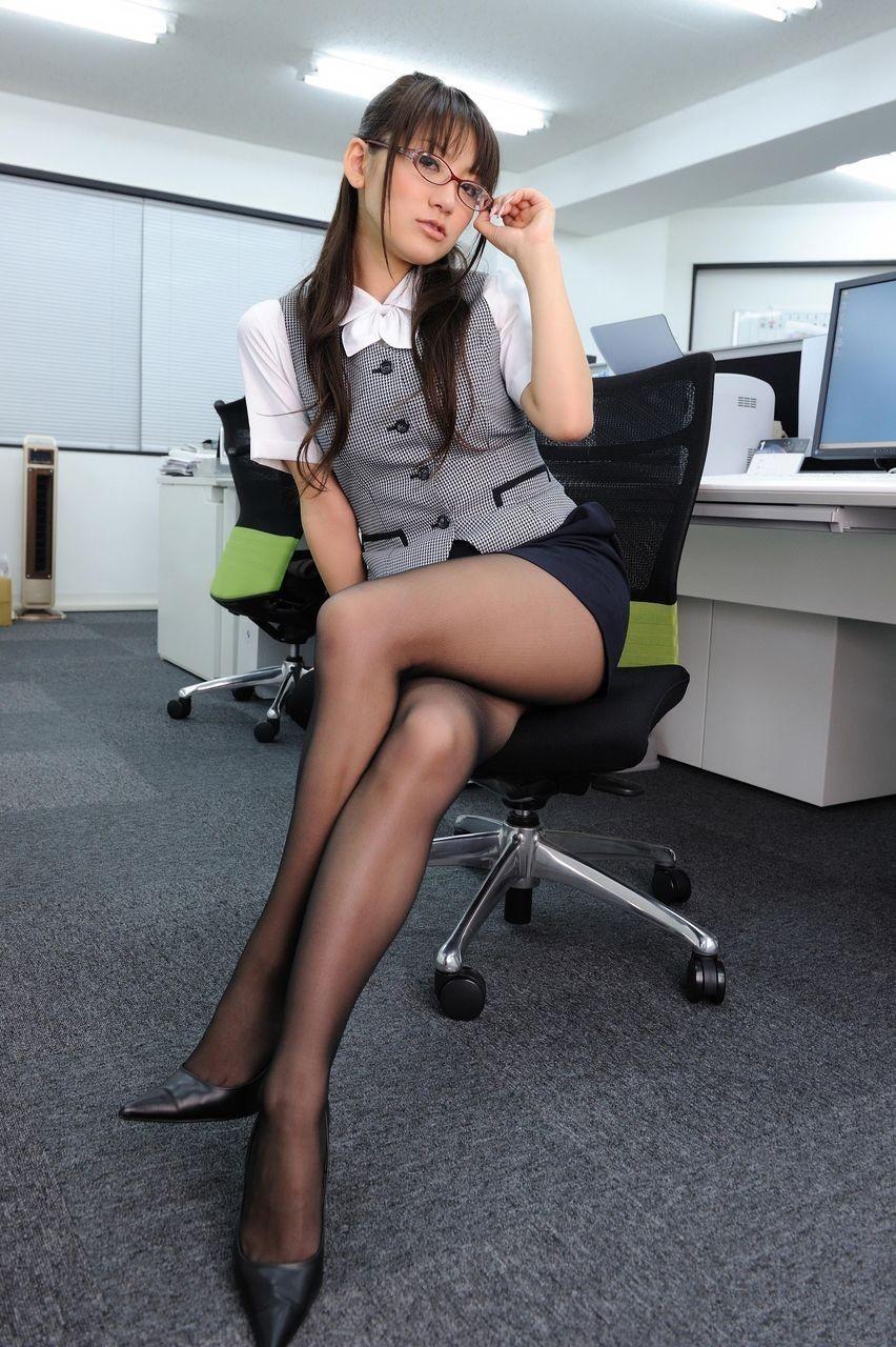 Азиатки В Колготках Офис