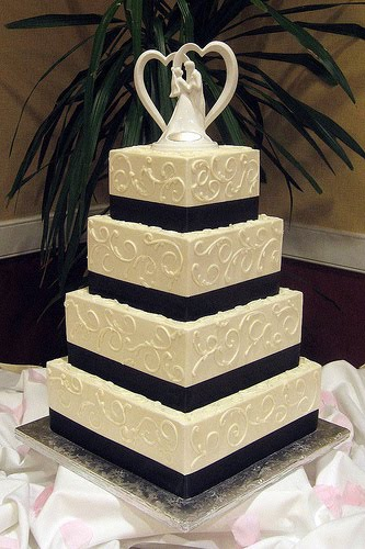 Elegant Black and Ivory Wedding Cake March 11 2012 by Admin