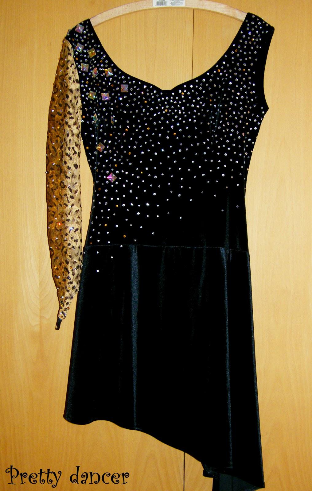 Платье бархатное с камнями