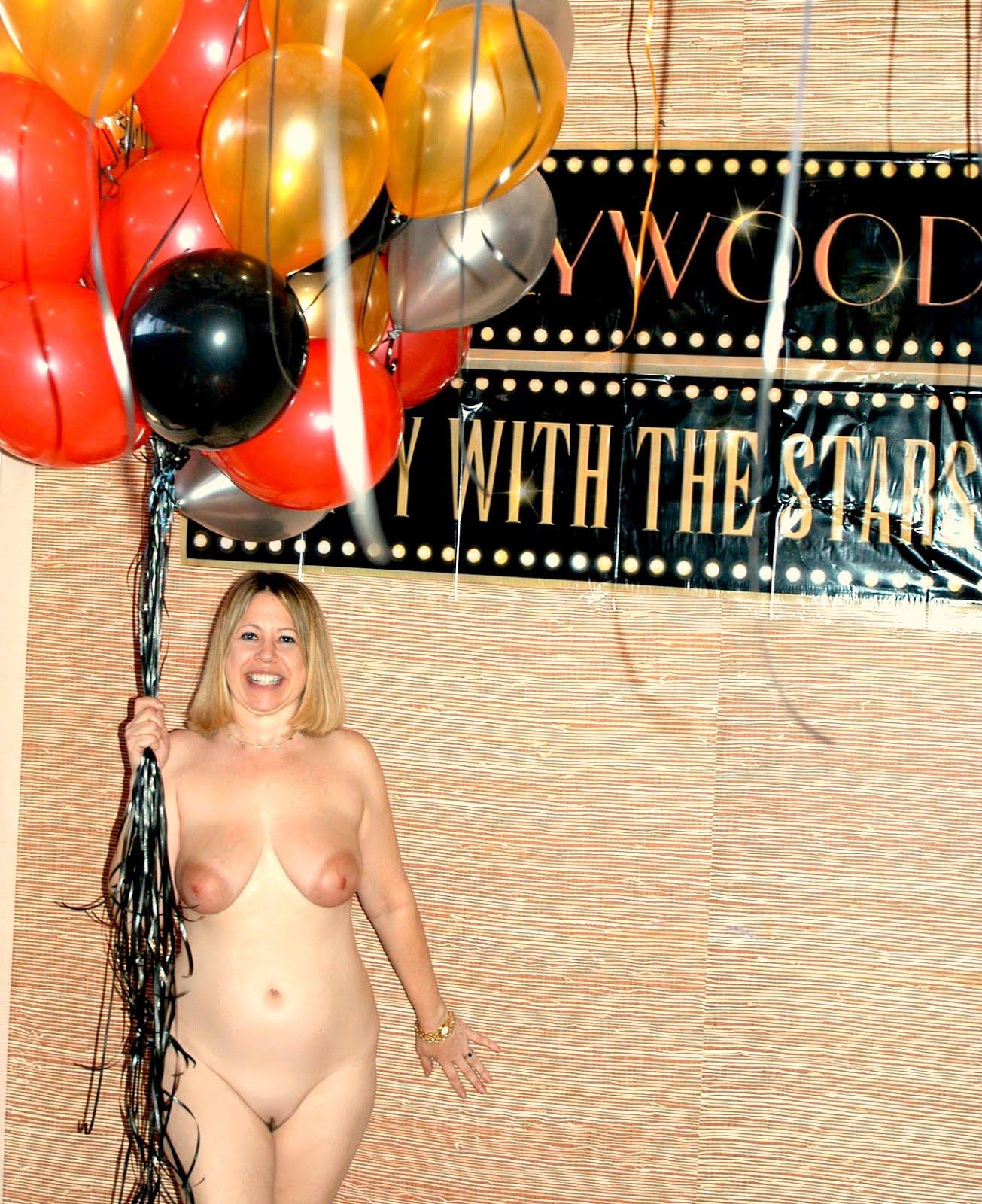 http://2.bp.blogspot.com/-3RHZG2zMzPo/UNULEEvylAI/AAAAAAAAHyc/3EnhSZ1w1vU/s1600/Topless%2Bnew%2Byears%2Beve%2Bparty%2B9.jpg