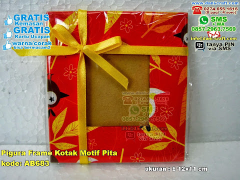 Pigura Frame Kotak Motif Pita
