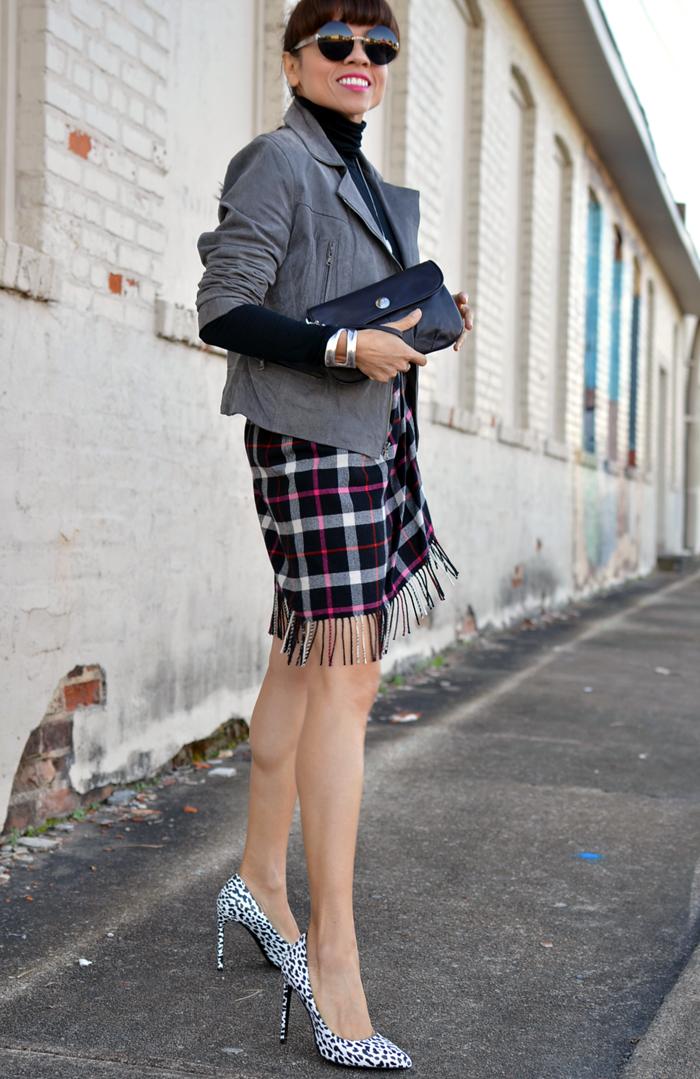 Plaid skirt street style