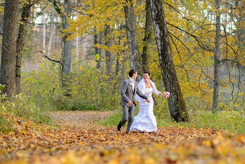 vestuvių fotosesija miške