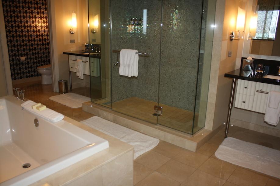 Cosmopolitan las vegas hotel corner 1br suite 180 view for Bath remodel las vegas