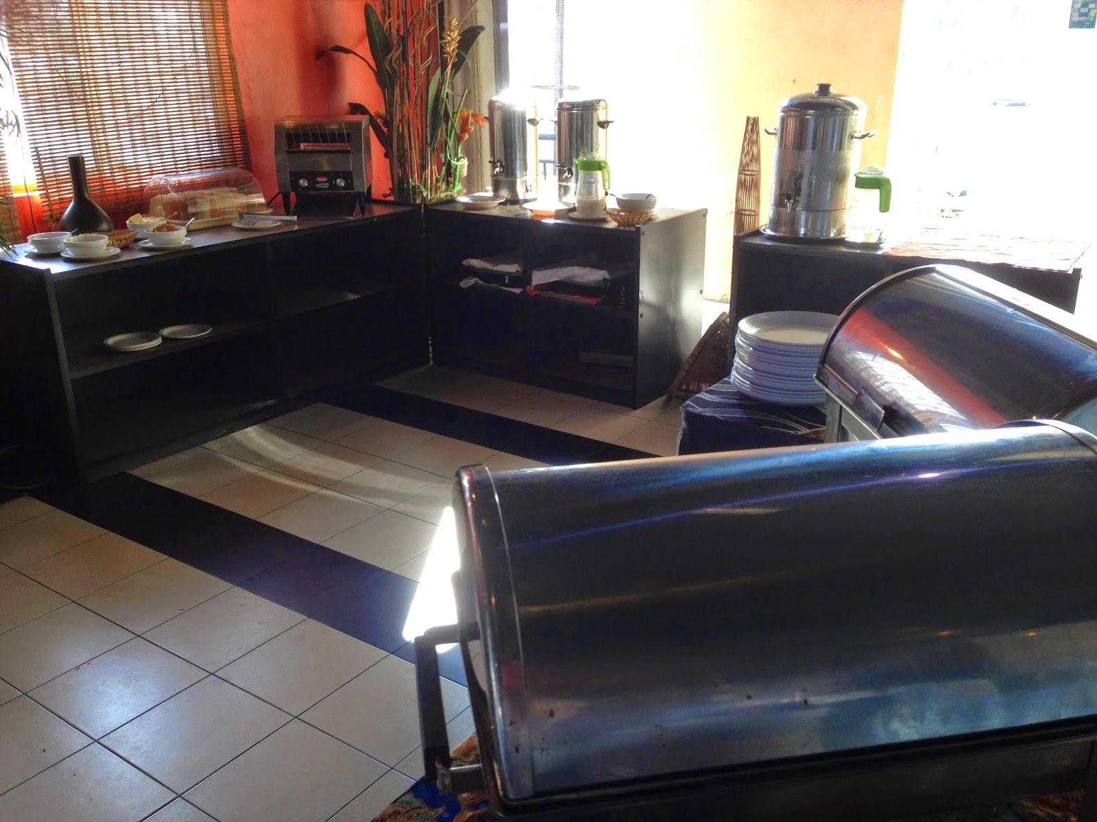 Ridel Hotel breakfast buffet in Shark Lounge