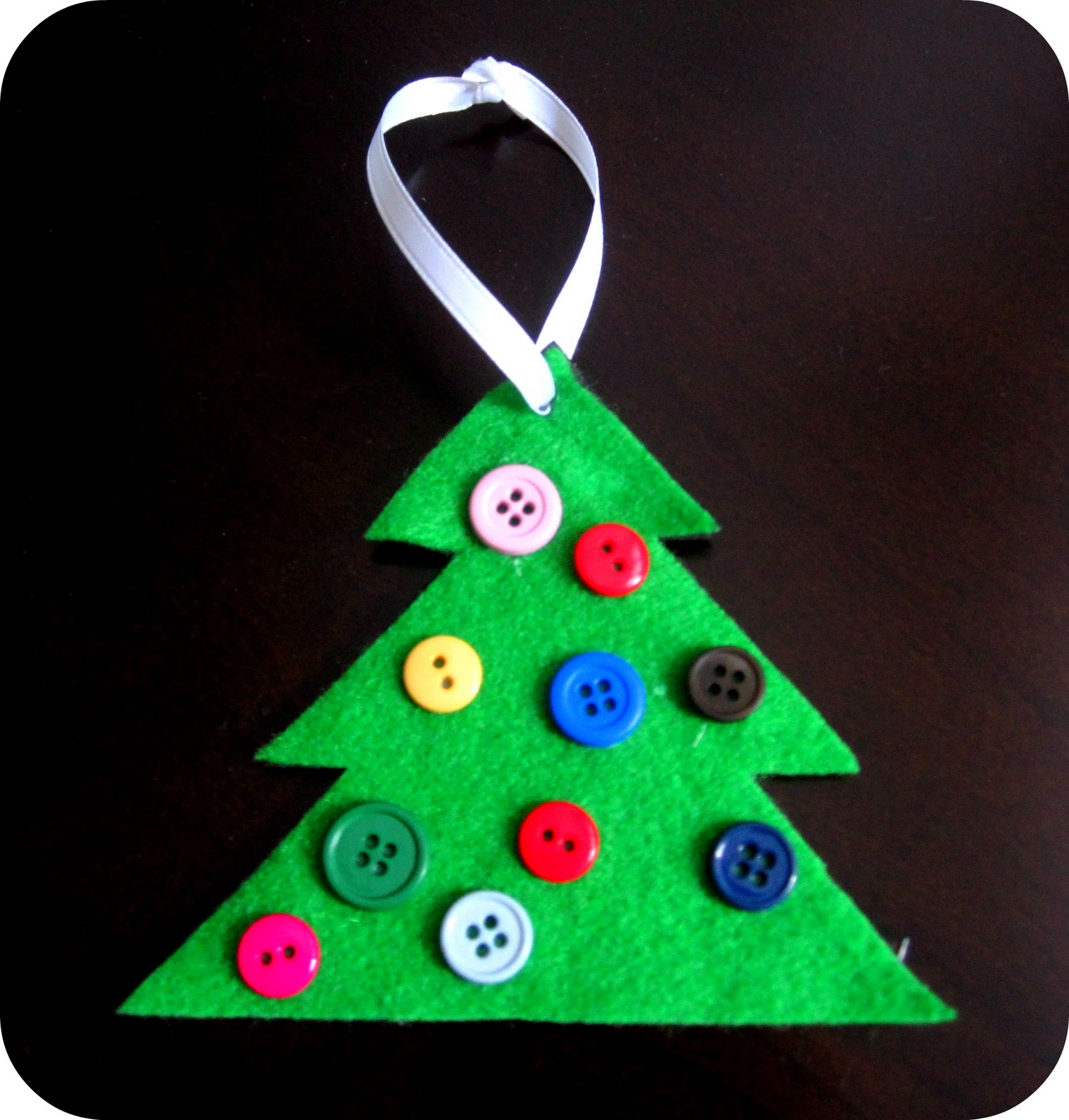 Button christmas tree ornament cute simple hands on for Christmas decorations to make at home with the kids