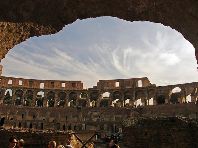 L'intérieur du Colisée de Rome (10)