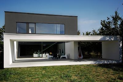 halaman rumah minimalis hitam putih