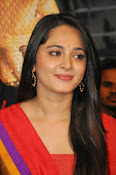 Anushka at rudramadevi trailer launch-thumbnail-14