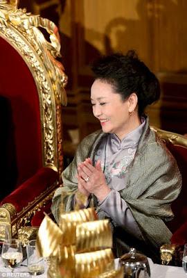China's 1st lady Peng Liyuan white powder make up.