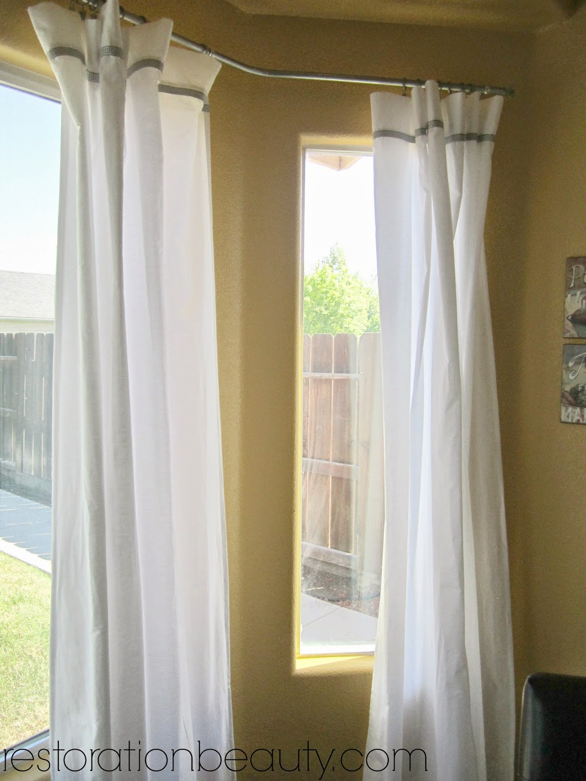 Bay windows and corner curtain rods apps directories - Restoration Beauty Conduit Pipe Bay Window Curtain Rod Bed
