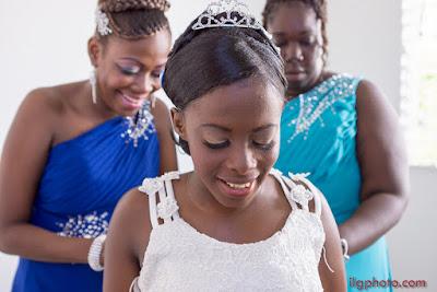 mariage Guadeloupe laçage de la robe