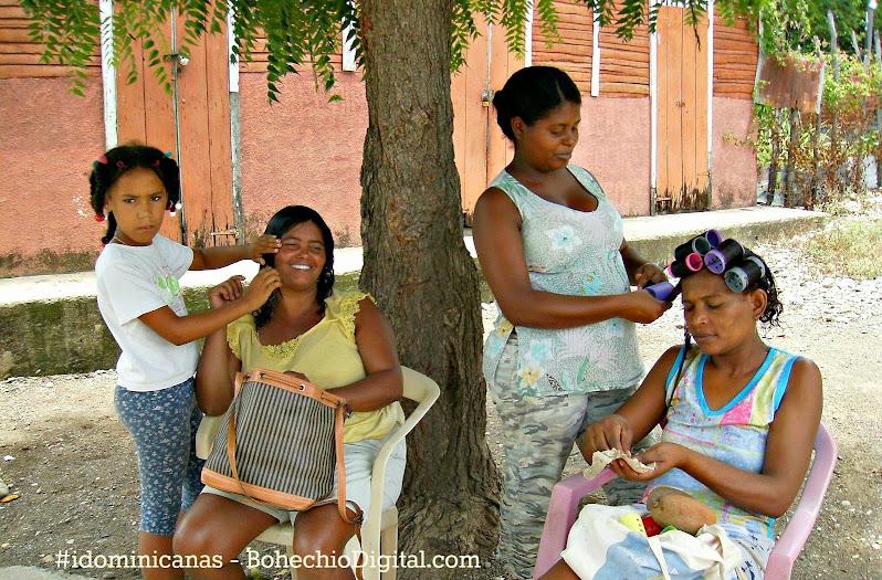Salones de Belleza improvisados por falta luz en el Municipio Bohechío