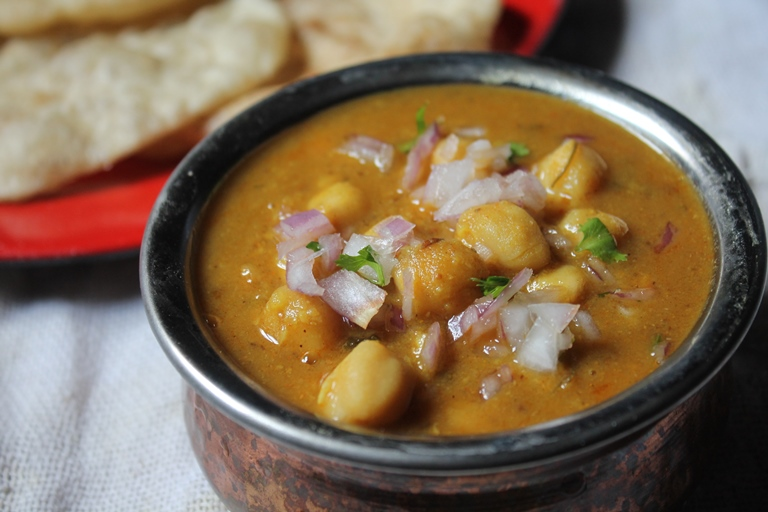 Easy Chana Masala Recipe / Chole Masala Recipe / Chickpeas Curry Recipe