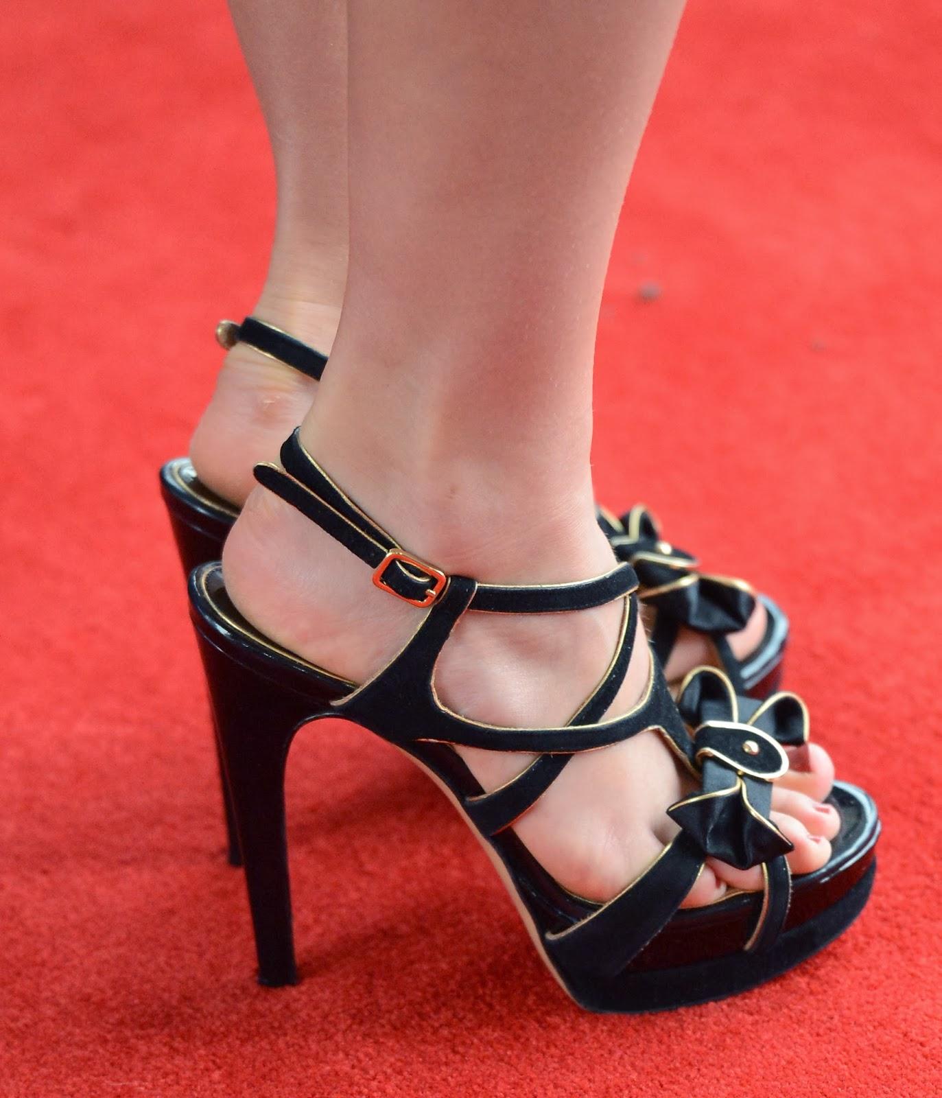 Celebrity Feet: AnnaSophia Robb