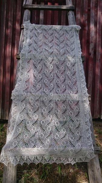 TE KOOP: nieuwe bruidssjaal.