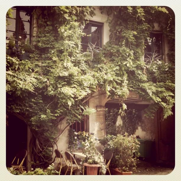 On Rue de Chanoinesse, Ile de la Cité, Paris