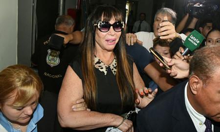 * Moria Casán llega a Argentina y habla con la prensa