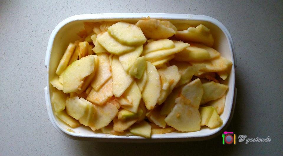 Rociamos la manzana con zumo de limón