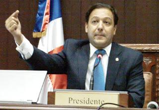Abel Martínez rechaza suspender la Ley de Notariado