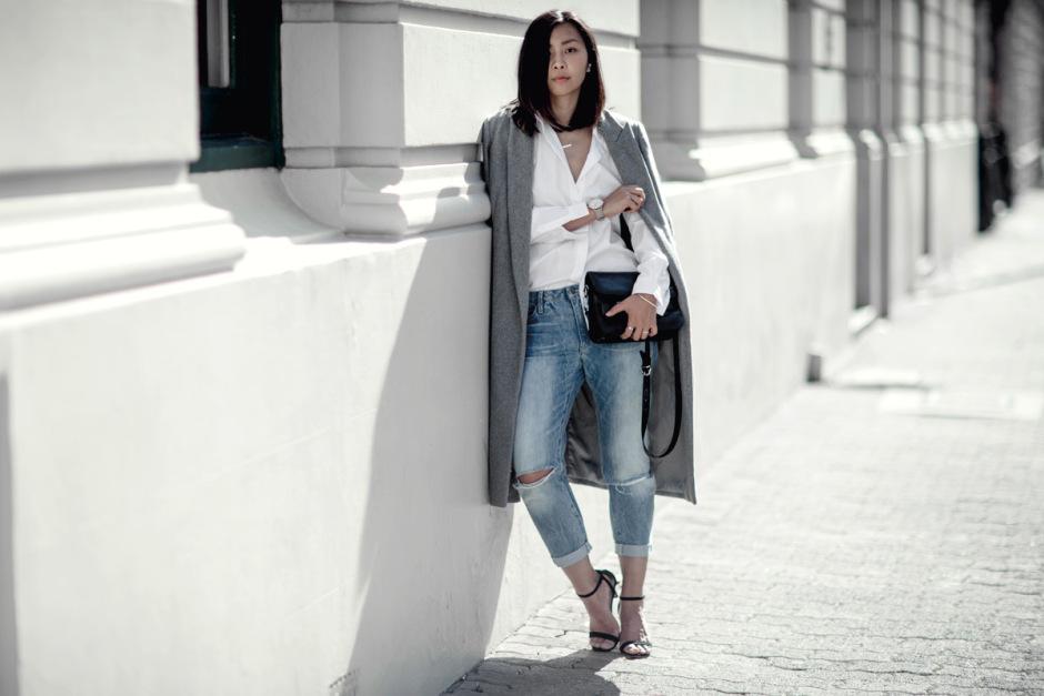 dicas de moda,trench coat, sobretudo feminino, calça jeans, calça jeans boyfriend, calça boyfriend, sandália, moda, roupas de inverno, roupas femininas, camisa branca, camisa feminina, bolsa tiracolo,blog de moda,blog de moda