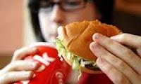 3 Kebiasaan Makan Buruk yang Timbul Akibat Kurang Tidur