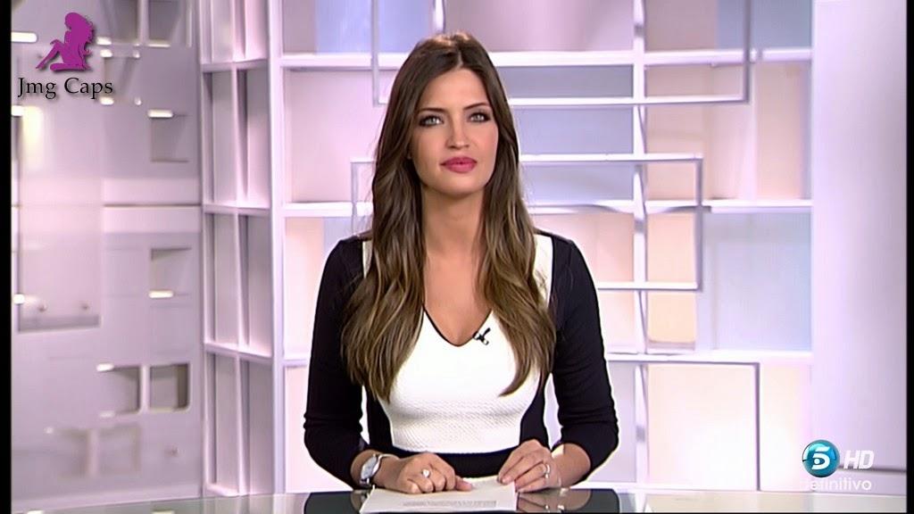 SARA CARBONERO, INFORMATIVOS TELECINCO (06.01.15)